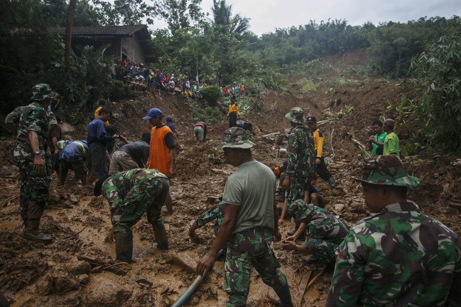 Colombia landslide kills 93-Over 200 Injured