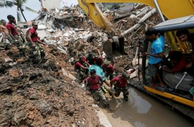 Huge Dump Collapses in Sri Lanka-At least 16 Dead
