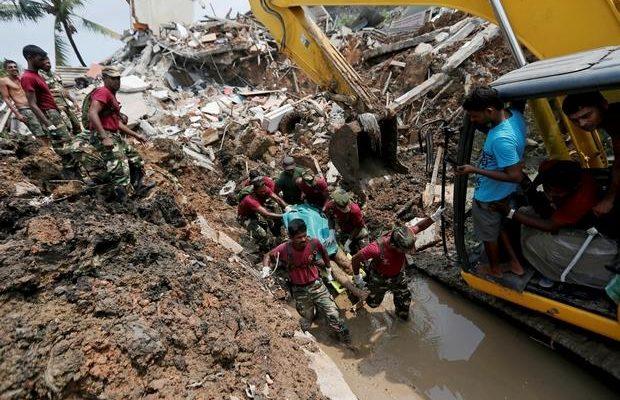 Huge Dump Collapses in Sri Lanka-At least 16 Dead