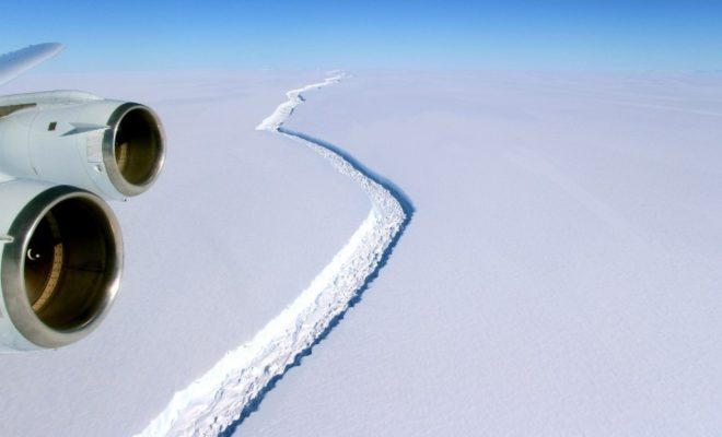 Massive Iceberg 4 Times the size of London Breaks off in Antarctica