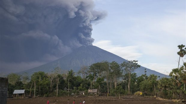 Air Traffic Avoids East Side Bali after Volcano Eruption of Mount Agung