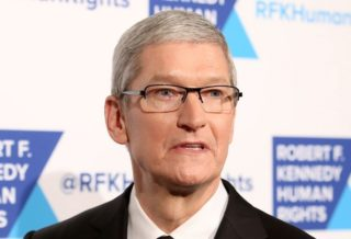 Apple CEO Tim Cook Calls on Bloomberg to Withdraw from Hacking Story China