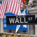 The Stock Markets in New York Started the Day with Small Losses On Monday