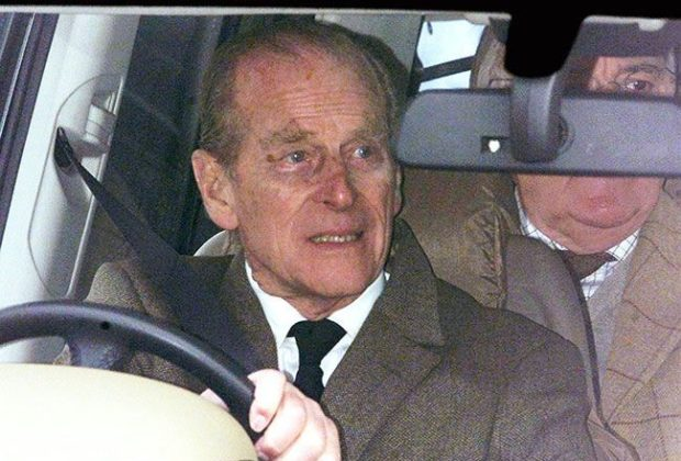 Flight Pilot Prince Philip (97) Voluntarily Delivers his Driving License