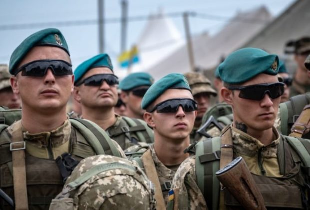 Government Forces and Separatists Withdraw Soldiers to Eastern Ukraine