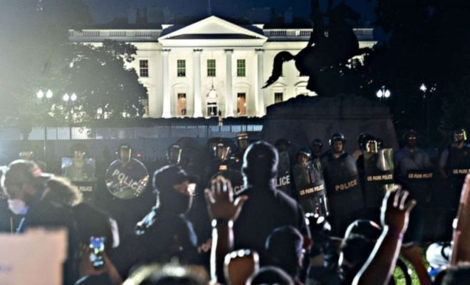 Protest in the US: Thousands of Protesters Surround the White House